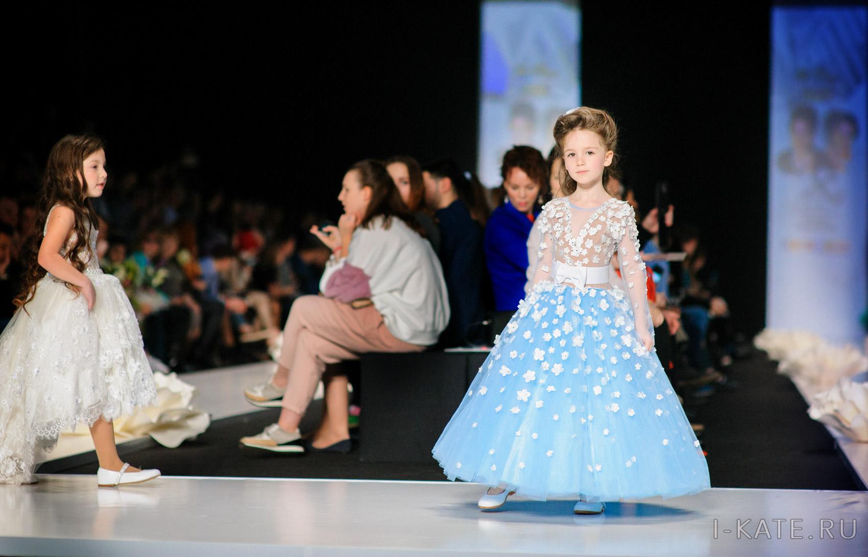 MBFWR 2017 ФЕСТИВАЛЬ ДЕТСКОЙ МОДЫ / KIDS FASHION FESTIVAL. Подиум. Платье от KIBOVSKAYA&PABLOSKY.