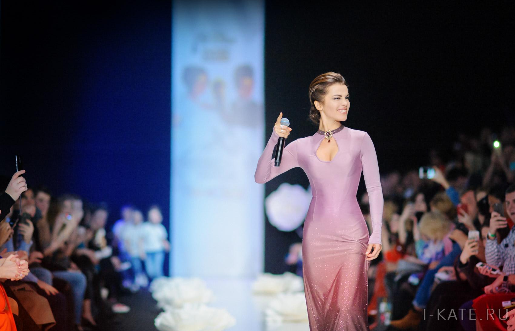 Неделя моды Mercedes-Benz Fashion Week Russia 2017 . Открытие. Выступления. Сати Казанова.